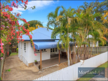 Room for rent 400 metres from the University of Queensland.