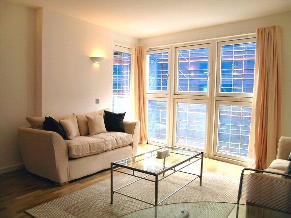 - Very nice 1bedroom apartment in 3rd floor of NEW PROVIDENCE WHARF E14!