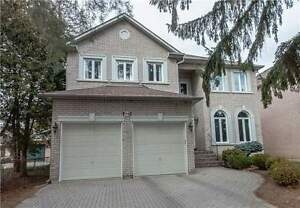 Detached House For Sale in Richmond Hill, ON