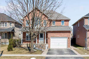 Bright and Beautiful Detached Oakville Home For Rent