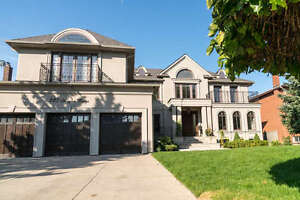 Gorgeous Woodbridge Home! Make THIS Your Dream Home!