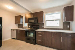 Beautiful Fanshawe Home! 2 Bedrooms Available for September 1
