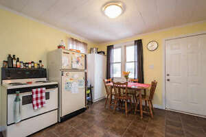 4 BEDROOM, 3 BATHROOM, 1 1/2 STOREY HOME IN EAST LONDON! London Ontario image 3