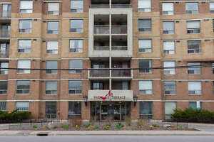 Spacious Move In Ready Condo in Parkdale Terrace!
