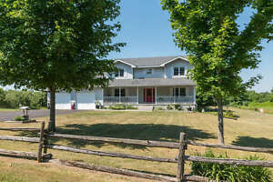 SPECTACULAR 4 BEDROOM EXECUTIVE HOME - 5 MIN. FROM BROCKVILLE