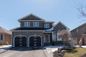 Stunning Keswick Home with Cathedral Ceiling! 96 Kerfoot Cres.