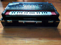 Harmonium with case cover