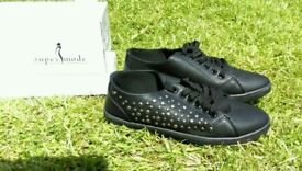 Brand new in box ladies shoes, size 39 (6)