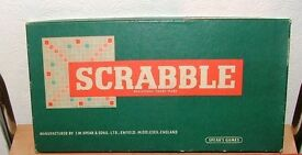 ORIGINAL SCRABBLE (SPEARS GAMES) WITH WOODEN RACKS circa 1955.