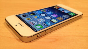 iPhone 5S - White - 16GB - Locked to Bell (Excellent Condition)