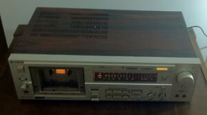 Vintage Hitachi D-1100M Tapedeck.  See description.