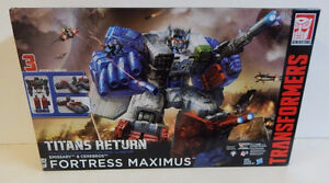 TRANSFORMERS FORTRESS MAXIMUS NEW IN BOX TITAN RETURNS