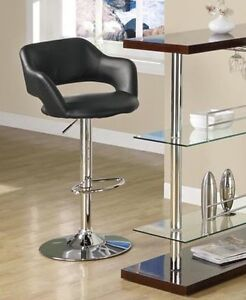 BARSTOOL IN BLACK LEATHER WITH CHROME HYDRAULIC SUPPORT