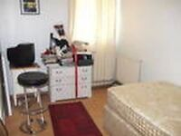 Small Double bed room in friendly shared house, 2 min from wandsworth road station