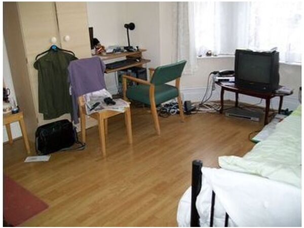 THE BEST 2 BED GROUND FLOOR GARDEN FLAT! 1 MIN WALK TO WALTHAMSTOW CENTRAL TUBE! SECOND AVENUE E17  Picture 5