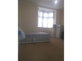 F/SHARED HOUSE 1x DOUBLE ROOM TO RENT IN SEVEN KINGS HOLMWOOD RD IG3 9YA ALL BILLS INCLUSIVE  Picture 1