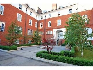 Great Modern Top Floor Studio Apartment on Fulham Palace Road, West London  Picture 9