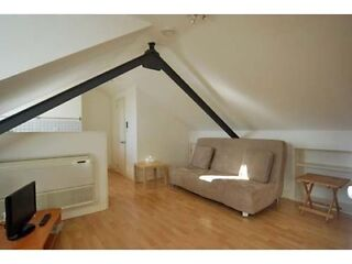 Great Modern Top Floor Studio Apartment on Fulham Palace Road, West London  Picture 2