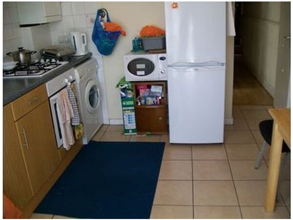 THE BEST 2 BED GROUND FLOOR GARDEN FLAT! 1 MIN WALK TO WALTHAMSTOW CENTRAL TUBE! SECOND AVENUE E17  Picture 3