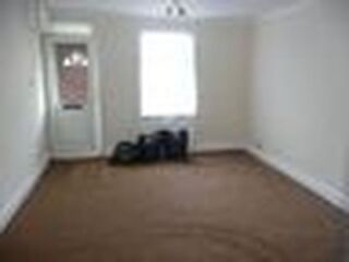 An Amazing 3 Bedroom Property In East Ham (0122) DSS ACCEPTED & BOND ACCEPTED East Ham Picture 4