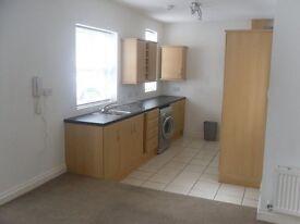 one bedroom flat, ground floor, Beeston Rylands, Near the train station
