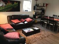 LUXURY 2 BED, 2 BATH REFURBISHED FLAT. Available APRIL. Ideal for Tube, SHOPS, AMENITIES, TRANSPORT