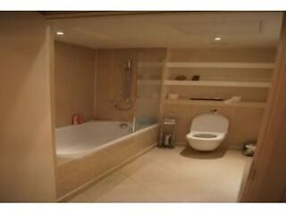 2 bed Apartment in Canary Wharf ...12 Discovery Dock , South Quay Square, London, E14 9LT Canary Wharf, Docklands Picture 3
