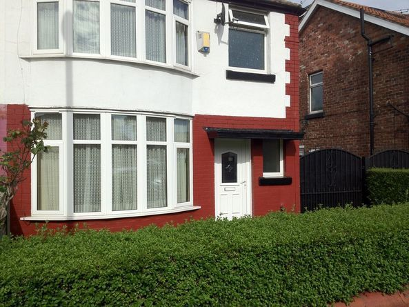 4 bed house,good access to University, city ,amenities,public transport, bars shops, 2 toilets