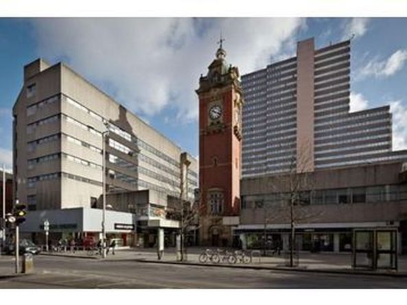 Victoria Centre Shopping Centre, Trinity Square, 2 Double Bedroom Apartment by the Hilton Hotel