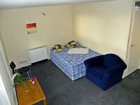 ::URGENT:: Massive double bedroom for rent in flat share in Holloway.