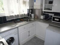 EXTRA BIG TWIN ROOM WITH BALCONY FOR TWO FRIENDS - VAUXHALL - STOCKWELL - £850 PCM - ALL BILLS