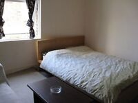Room in 5 room townhouse, 5 min walk to Clapham Junction stn