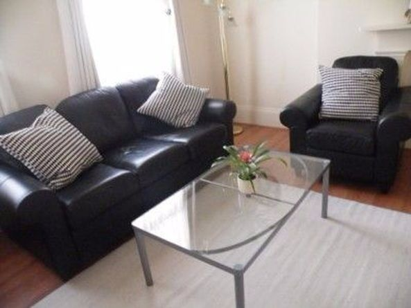 Short or long let available. Cosy 2 bedroom flat with internet. Close to Earl's Court Underground St