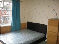 Large double room In houseshare in Beeston, close to White Rose Centre NO deposit. Garage, garden