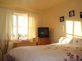 *Stunning 1 single room available mins away from East Ham Station** Available now!