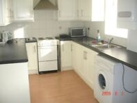3 BED HOUSE - Newsome - Close to Newsome Village shops