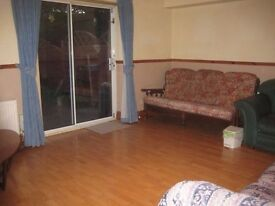 Single room available immediately for plumber/bathroom fitter - Close to Ocean Terminal EH6