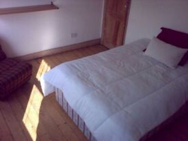 Spacious Double bedroom to rent - Isleworth (Twickenham or St Margarets closest Station)
