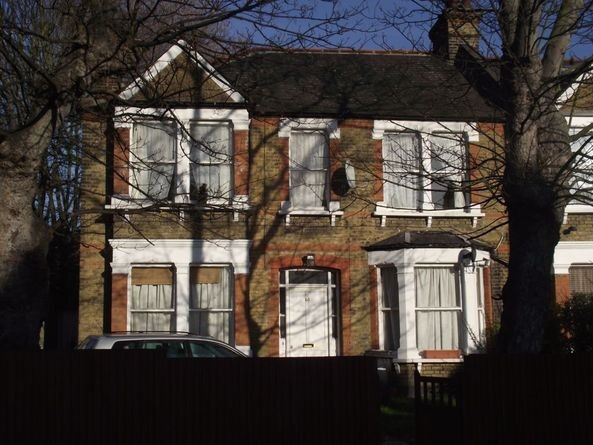 Hither Green/Lewisham SE13. Newly Refurbished & Redecorated 2 Bed Flat with Garden in Conversion