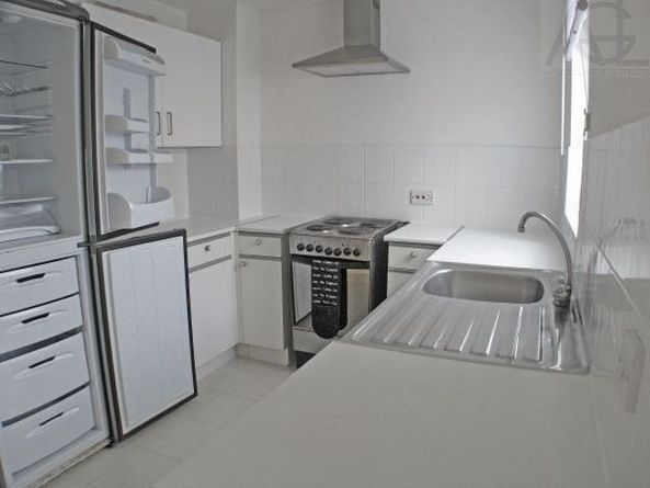 Massive beautiful fully furnished semi detached 3 bedroom house located in Beckton