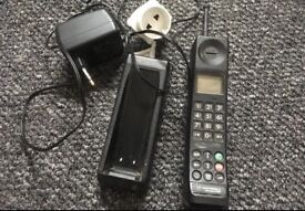 Motorola 3200 vintage mobile phone - needs battery replacement