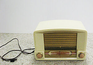 Vintage 1948 General Electric Bakelite Kitchen Vacuum Tube Radio Regina Regina Area image 1