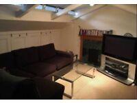 Double Bedroom with Ensuite bathroom next to Victoria Station in 3 bedroom flat. Furnished.