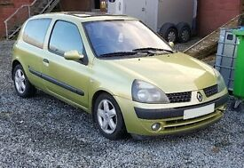 Breaking 2003 Renault clio 1.5 dci for parts (colour code TED99)