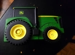 John Deere Tractor Storage with Mini Tractors & Farm Kit (Animal