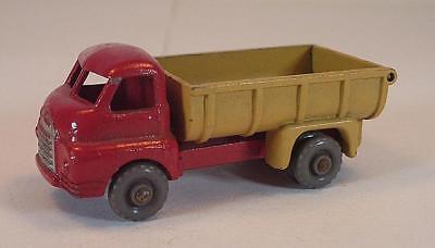 Tan Ton (Matchbox Regular Wheels Nr. 40 A Bedford 7 ton Tipper red / tan GPW Lesney 1#205)