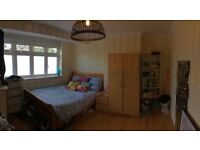 Spacious double room in a friendly house share
