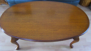 BEAUTIFUL COFFEE TABLE, WELL CARED FOR. SOLID WOOD.