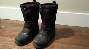 Kamik Dynamite Winter Boots - youth size 4 (Boys or Girls)
