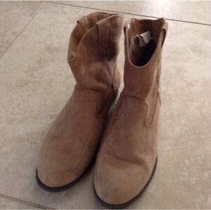 Girls Size 4 boots and shoes $10 each London Ontario image 2